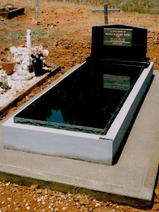 Single Black Polished Stone Monument Dubbo